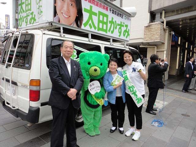 候補者太田和美さん、平野貞夫先生と 後援者の皆様とともに ページTOP... 衆議院議員 小宮山